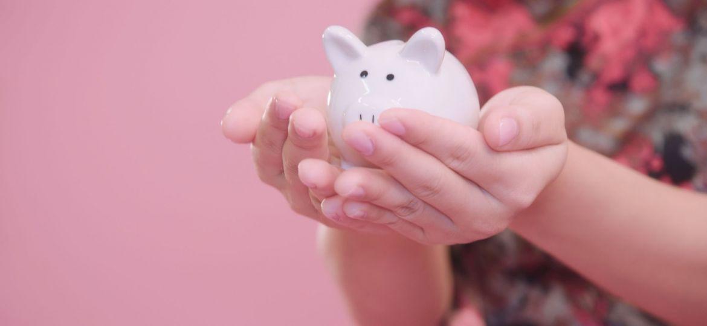little-piggy-bank-in-hand