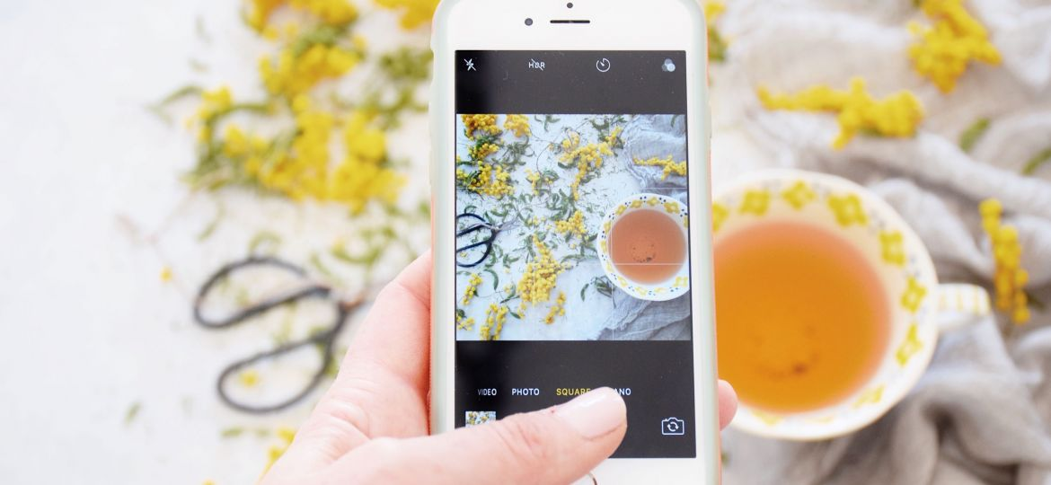 taking-a-photo-of-tea-with-mobile-phone-for-social