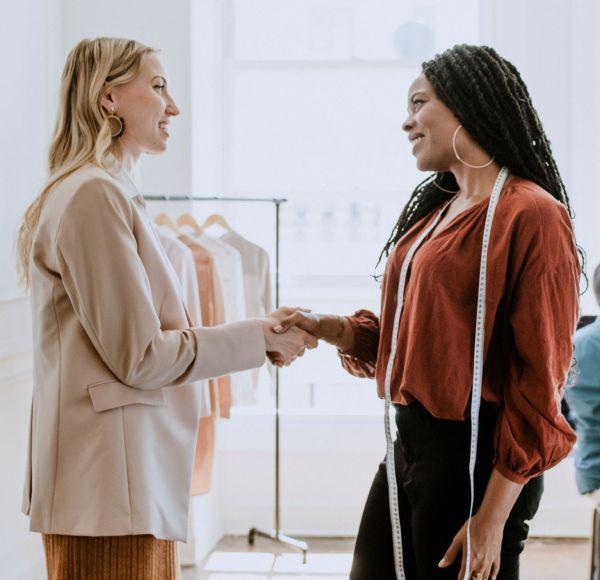 designer-meeting-new-client (2)