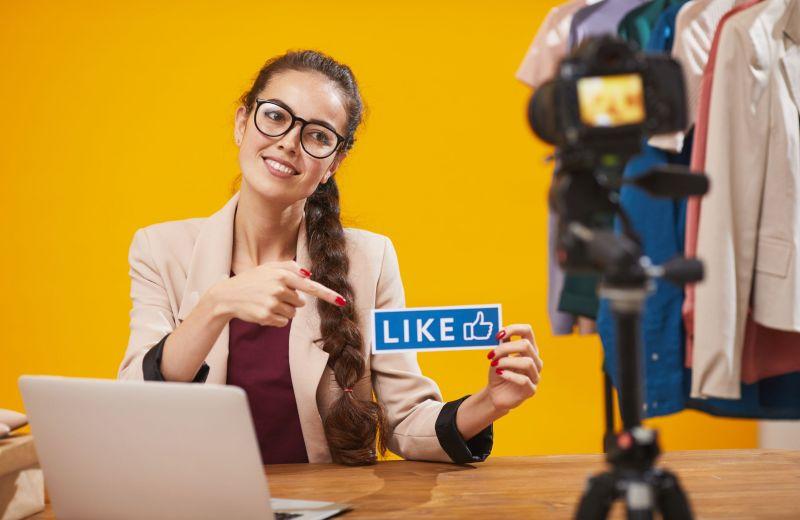 social-media-influencer-holding-like