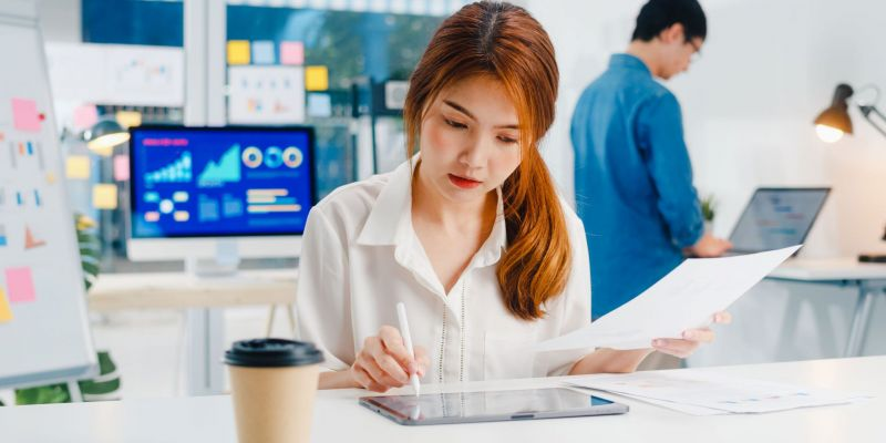 successful-executive-asia-young-businesswoman-draw